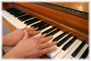 Playing piano with flat fingers