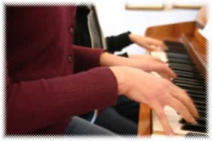 playing piano duet